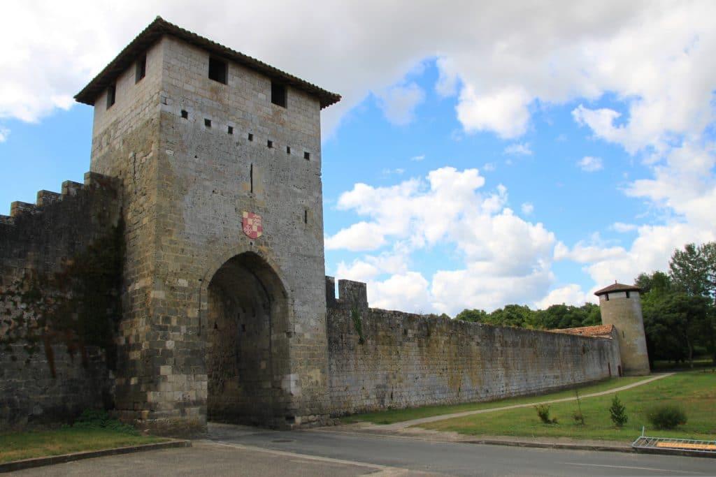 Mur extérieur des remparts de la bastide de Vianne