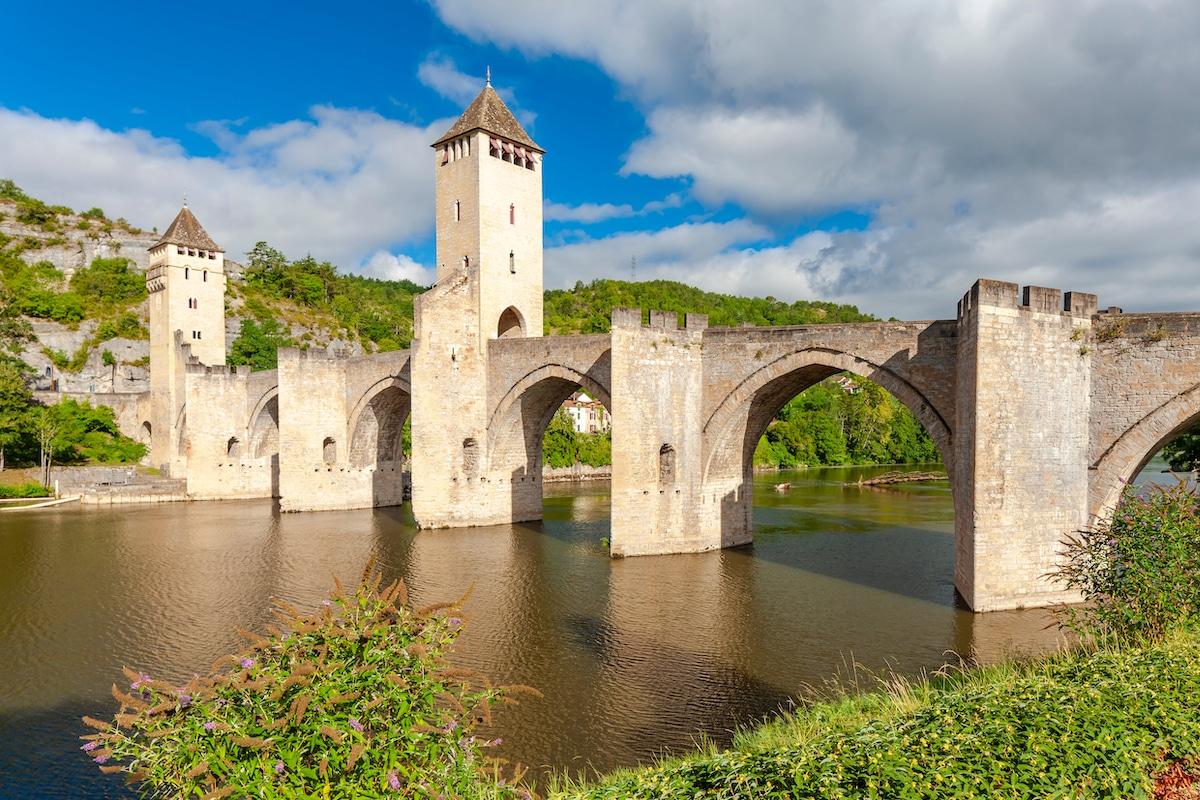 Le pont Valentré enjambe le Lot à Cahors